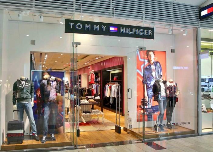 Produkty značky Tommy Hilfiger patria k najpopulárnejším a najobľúbenejším  značkám vôbec. Ide o jednoduchý a elegantný americký štýl vhodný pre  formálne aj ... aa3489ed141